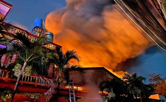 Kho vải ở huyện Hóc Môn cháy ngùn ngụt