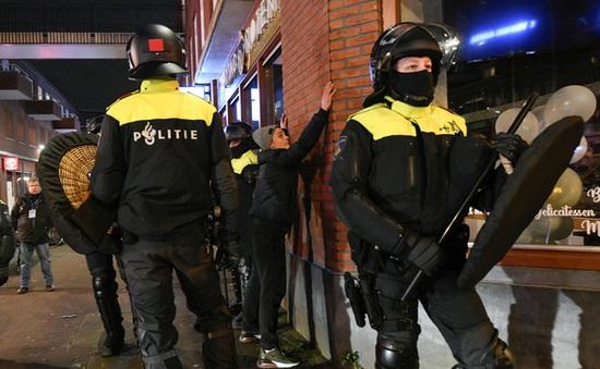 Hà Lan xét xử 6 đối tượng bạo loạn phản đối lệnh giới nghiêm