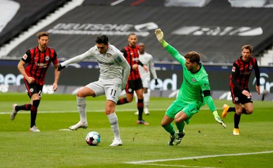 Ứng viên giải Puskas 2021 đã sớm xuất hiện: Bàn thắng kết hợp giữa Dennis Bergkamp và Luis Suarez