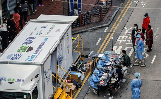 Hong Kong (Trung Quốc) cảnh báo: Sẽ phá cửa nhà người dân từ chối xét nghiệm