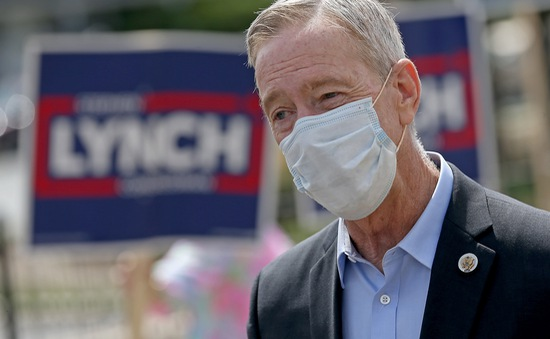 Nghị sĩ Mỹ mắc COVID-19 dù đã tiêm đủ hai mũi vaccine Pfizer/BioNTech