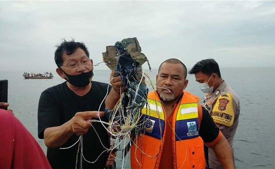 Xác máy bay Indonesia rơi đang nằm dưới mặt biển hơn 20m