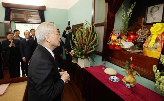 Tổng Bí thư, Chủ tịch nước dâng hương tưởng niệm Bác Hồ nhân dịp Tết Tân Sửu