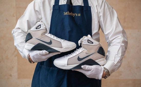 Bán đấu giá đôi giày bóng rổ của cựu tổng thống Mỹ - Barack Obama