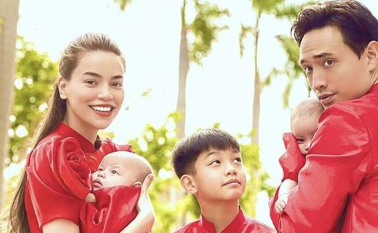 Hà Hồ khoe ảnh Tết siêu đáng yêu của gia đình, Hà Tăng truyền thống với áo dài hồng
