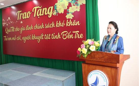 Chủ tịch Quốc hội trao quà Tết cho gia đình chính sách, hộ nghèo tỉnh Bến Tre