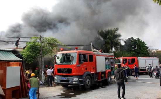 Thái Bình: Hỏa hoạn thiêu rụi một cơ sở sản xuất nệm sofa
