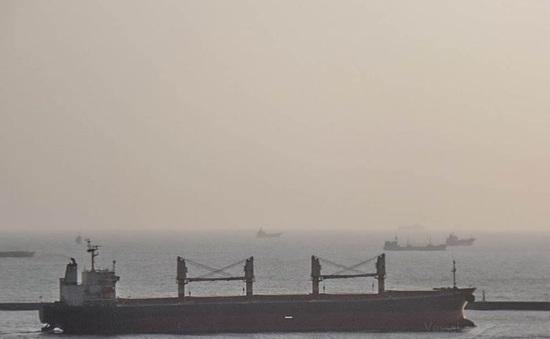 Tàu Ocean Amazing có người mắc COVID-19 rời vùng biển Việt Nam