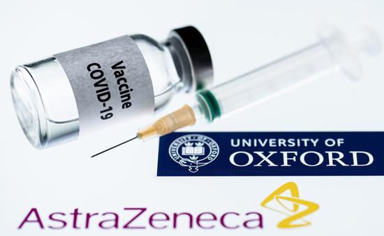 """Diễn biến mới trong """"cuộc chiến vaccine"""" EU - Anh"""