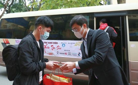 Tặng vé xe miễn phí cho sinh viên có hoàn cảnh khó khăn về quê đón Tết