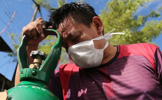Người dân Peru xếp hàng mua oxy cho bệnh nhân COVID-19