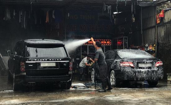 """Rửa xe ngày cận Tết: 200.000 đồng/lượt, """"thượng đế"""" vui vẻ móc ví"""