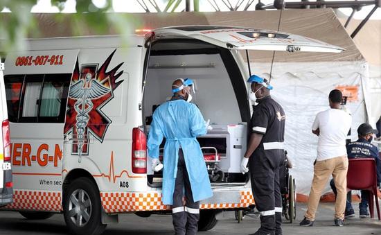 """Người nhiễm biến chủng từ Nam Phi có """"đề kháng"""" với các chủng khác"""
