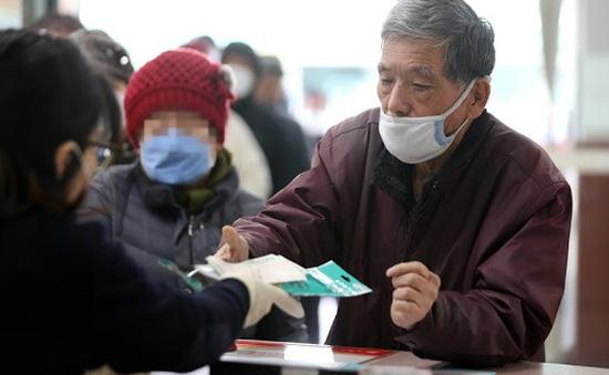 Hàn Quốc sẽ bắt đầu tiêm vaccine COVID-19 cho người trên 65 tuổi từ tháng 4 tới