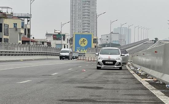 Dừng đỗ xe bừa bãi tại đường vành đai 2 trên cao