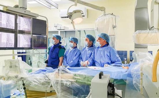 Can thiệp cứu bé sơ sinh có nhịp tim... 295 lần/phút