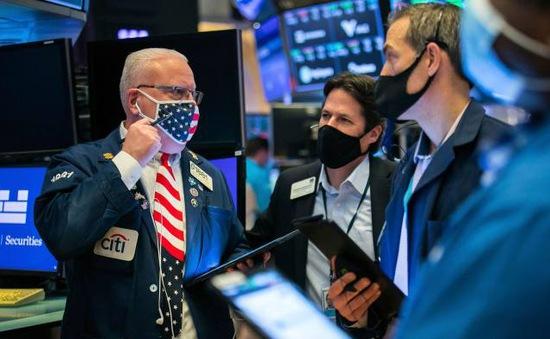 Người Mỹ rót gần 57 tỷ USD tiền cứu trợ vào cổ phiếu