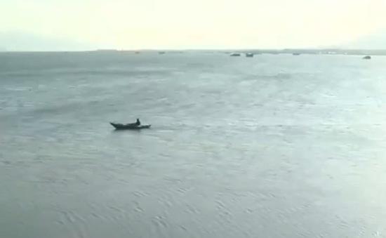 Thuê tàu cá để du lịch biển - rủi ro chực chờ