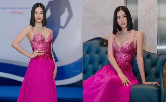 Hoa hậu Tiểu Vy diện đầm táo bạo