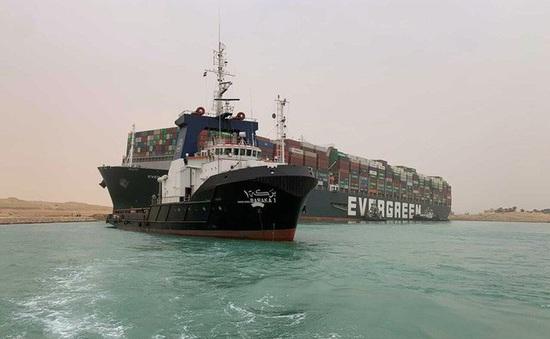 Giá dầu thế giới tăng mạnh sau sự cố tại kênh đào Suez