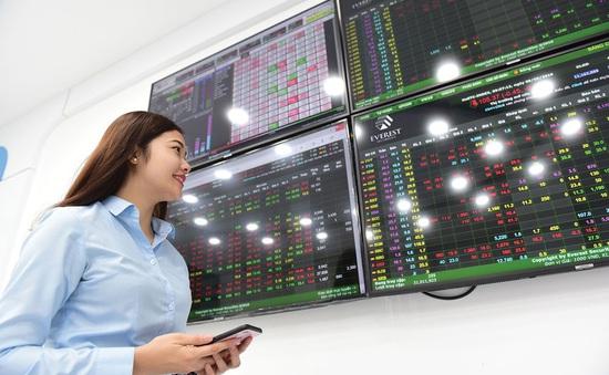 """Cổ phiếu hàng không """"bay"""" cao, VN-Index tăng gần 6 điểm"""