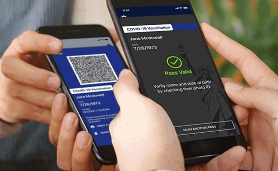 Mỹ ra mắt 'thẻ thông hành' COVID-19 đầu tiên