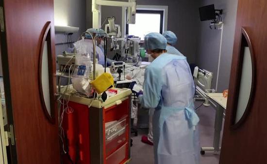 Nhân viên y tế Pháp phải trị liệu để giải toả căng thẳng do dịch bệnh