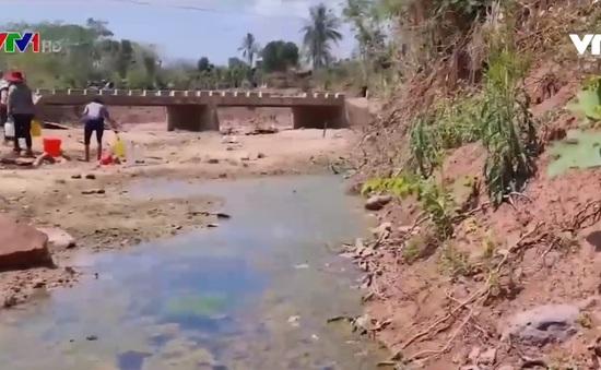 Chậm khắc phục sau bão lũ, hàng nghìn hộ dân phải dùng nước sông suối
