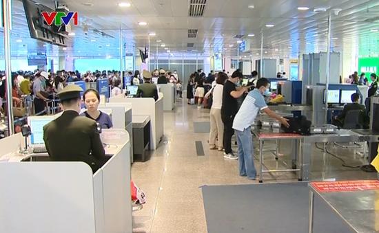 Khu vực soi chiếu an ninh sân bay Tân Sơn Nhất không còn ùn ứ