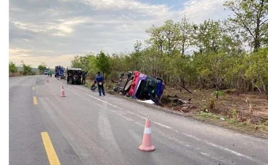 Lật xe khách giường nằm, hơn 40 người bị thương