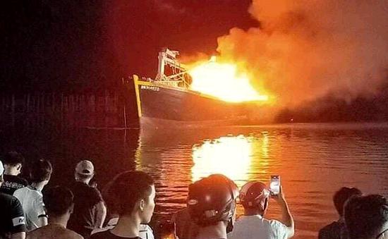 2 tàu cá cháy rụi trong đêm, thiệt hại hàng tỷ đồng