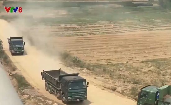 Quảng Nam: Hiểm họa từ những đoàn xe ben chở cát