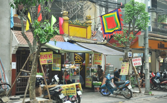 Hàng loạt di tích trên phố cổ biến thành điểm kinh doanh, buôn bán