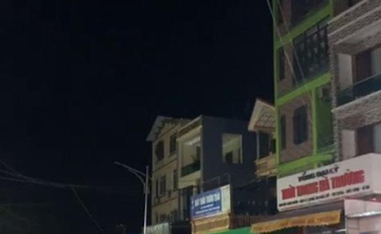 """Hà Nội: Xuất hiện """"hố tử thần"""", sơ tán khẩn hàng chục hộ dân"""
