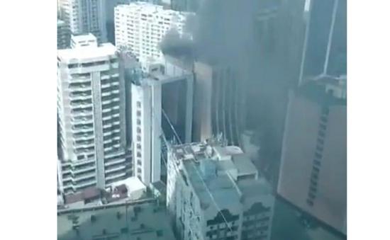 Hỏa hoạn tại tòa nhà trung tâm thương mại ở thành phố Makati, Philippines