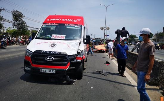Xe máy đi ngược chiều đối đầu với xe khách, 2 người tử vong tại chỗ
