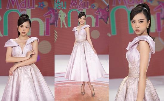 """Á hậu Thúy An hóa búp bê barbie khi làm giám khảo """"Siêu mẫu nhí"""""""