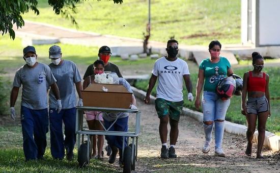 """""""Thảm họa Fukushima sinh học"""": Tỷ lệ tử vong COVID-19 tại Brazil sắp vượt kỷ lục của Mỹ"""