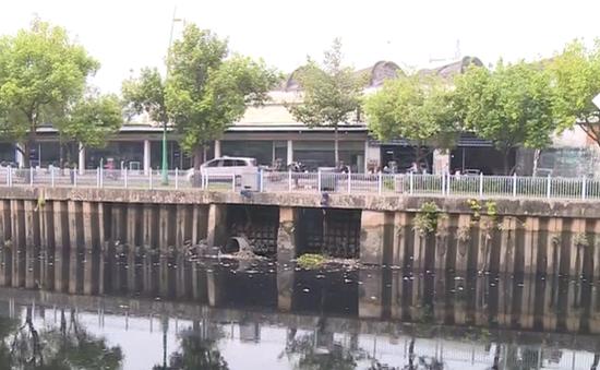 Nước kênh Nhiêu Lộc - Thị Nghè đen kịt, nguy cơ ô nhiễm trở lại