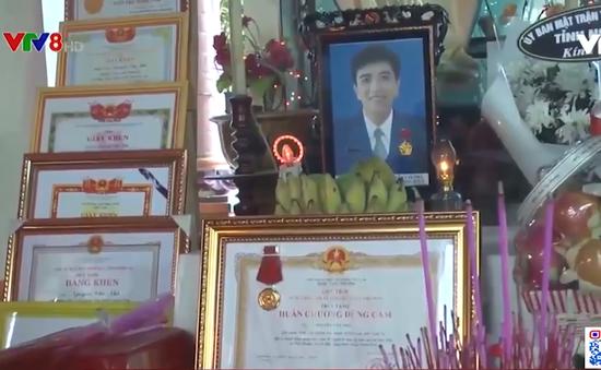 Trao truy tặng Huân chương dũng cảm của Chủ tịch nước cho sinh viên Nguyễn Văn Nhã