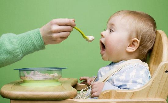 Bổ sung Vitamin A, D, K, E đúng cách cho trẻ
