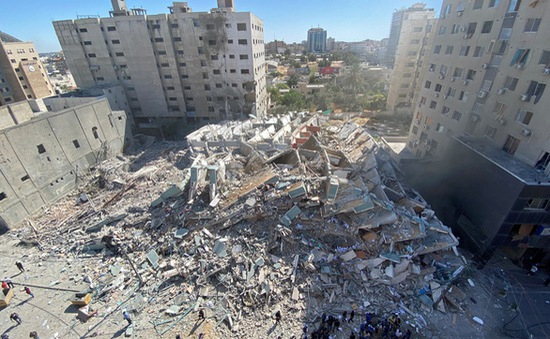 Tòa nhà của hãng tin AP và Al Jazeera tại Dải Gaza bị đánh sập, 12 phóng viên thoát chết trong gang tấc