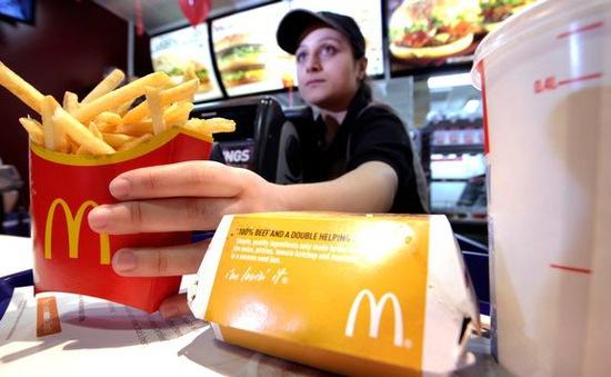 McDonald's, Amazon... buộc tăng lương để hút lao động