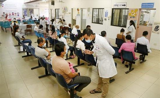 Campuchia ghi nhận thêm hàng trăm ca mắc mới, Lào cảnh báo tình trạng không truy vết được F0