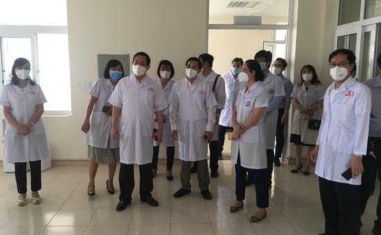Kiểm tra công tác quản lý điều trị bệnh nhân F1 của Bệnh viện K tại Hải Dương