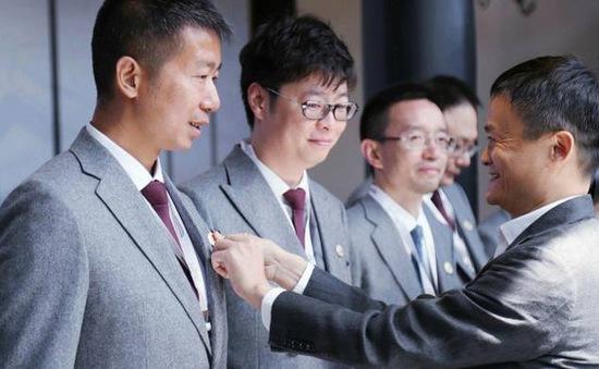 Tỷ phú Jack Ma rút khỏi đại học kinh doanh do ông sáng lập