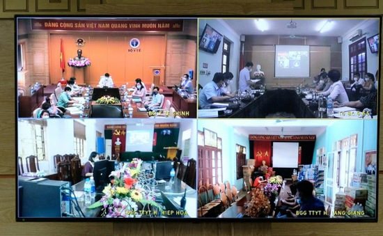 """Thêm hơn 300 ca dương tính COVID-19, Bộ Y tế yêu cầu Bắc Giang """"đóng băng"""" tất cả khu nhà ở công nhân"""