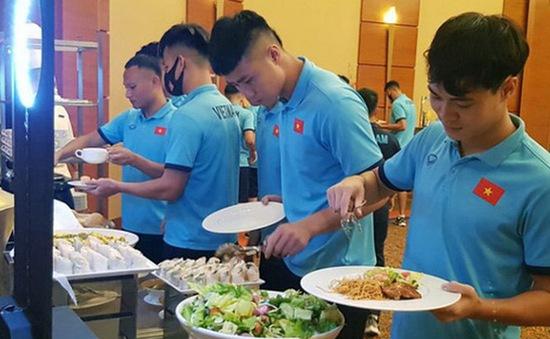 Chuyện ẩm thực của ĐT Việt Nam tại thành phố đắt đỏ Dubai, UAE