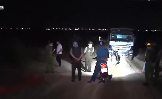 Xuyên đêm truy quét khai thác cát trái phép trên sông Trà Khúc