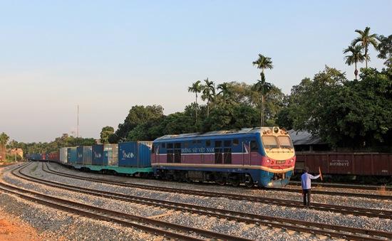 Giảm 50% giá cước vận tải đường sắt cho hàng nông sản vùng dịch